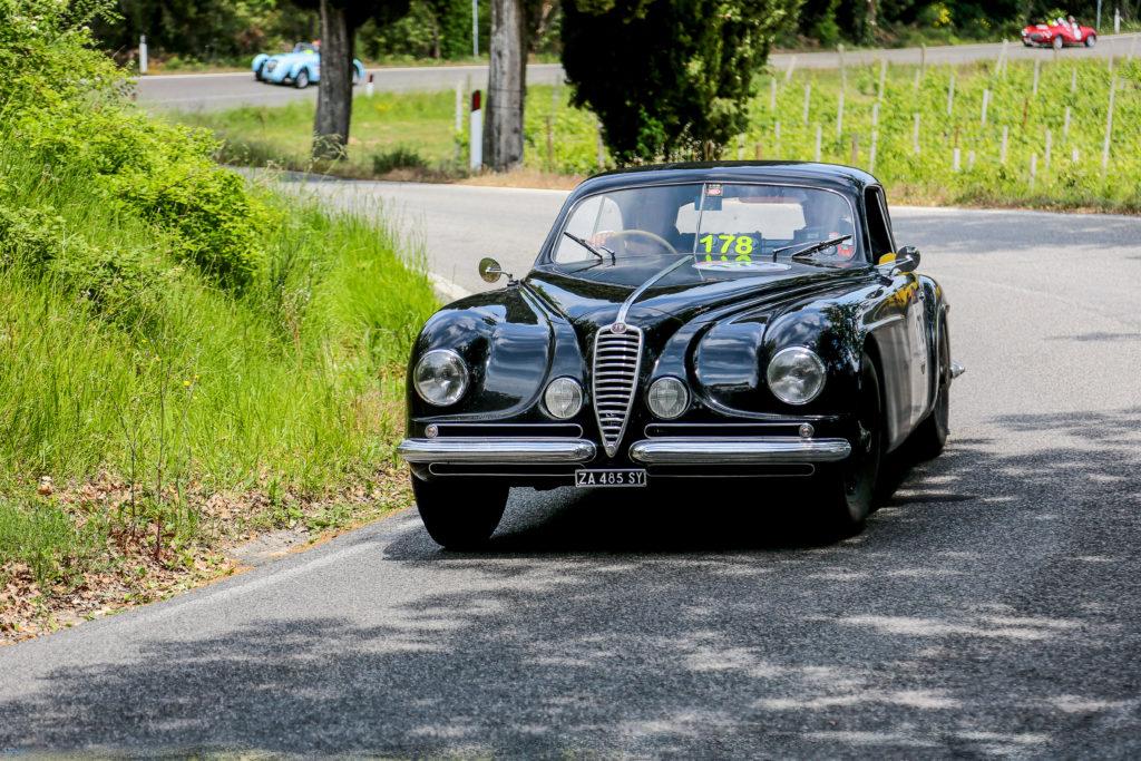 Alfa Romeo 6c 2500 alla Mille Miglia 2014 nei pressi di Volterra