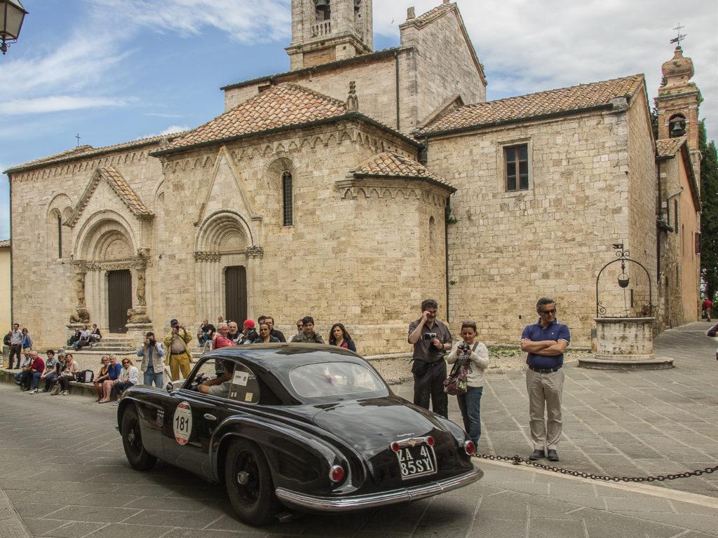 Alfa Romeo 6c 2500 alla Mille Miglia 2015 a San Quirico D'Orcia