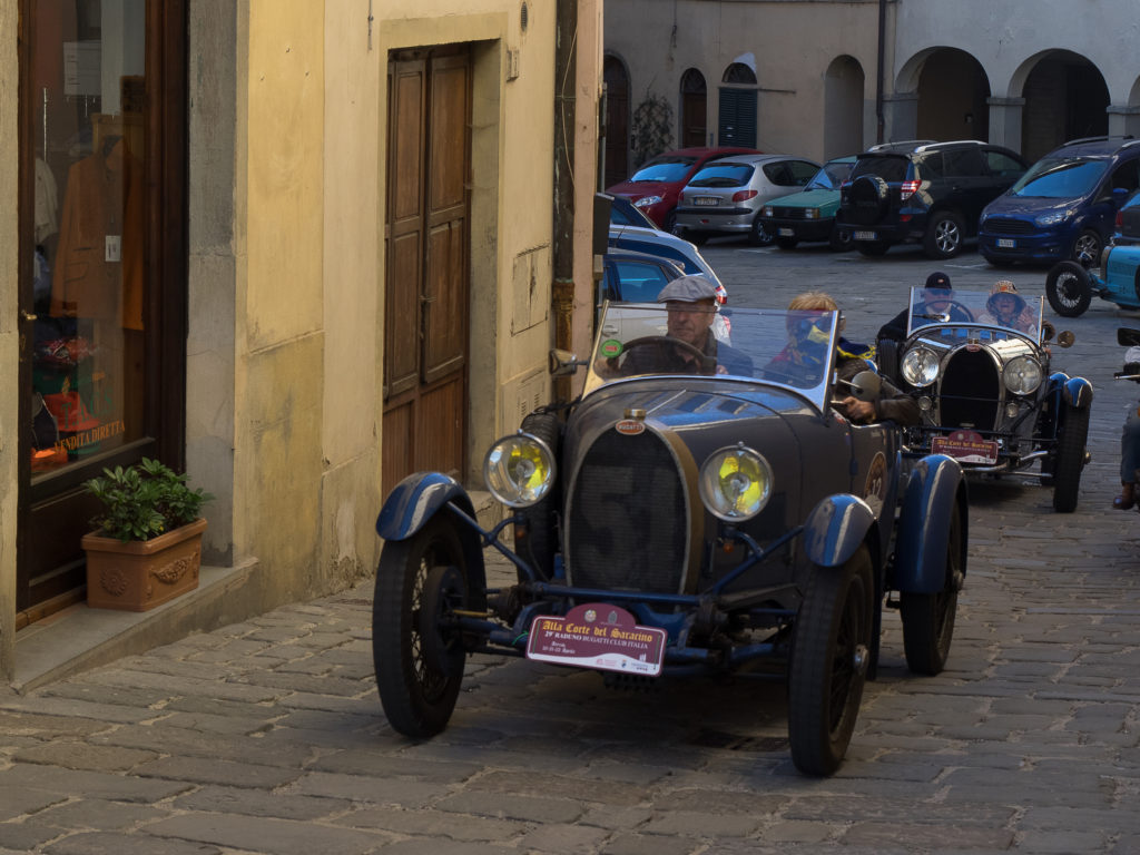 Bugatti T40 # chassis 40662 seguita da una T38 GS # chassis 38333