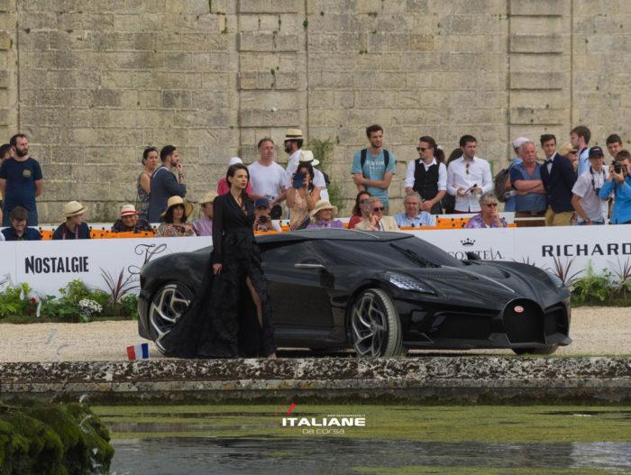 Max-Mara per Bugatti-La-voiture-noir